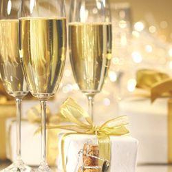 Fie ca noul an sa aduca mai mult timp pentru meditatie si reinnoire, timp pentru bucurii, timp pentru mici minuni ...si timp pentru visuri...Un An Nou Fericit!  http://ofelicitare.ro/felicitari-de-anul-nou/un-an-nou-fericit-613.html
