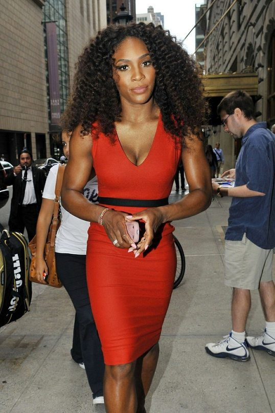Serena Williams THIS IS SO PHOTOSHOPPED to reduce the size of the lower body , think I am blind or stupid , but the face and biceps are OK LOLOLOLOL