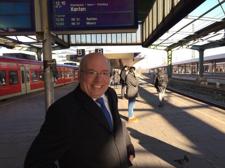 Wendt auf dem Bahnhof seiner Heimatstadt Duisburg: Statt als Polizist...