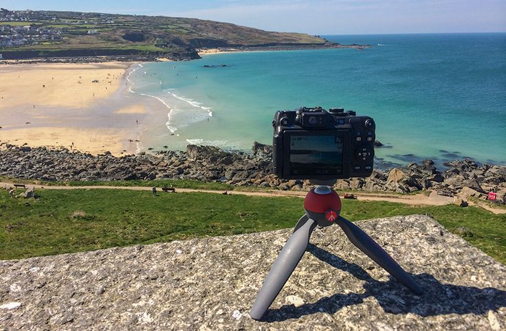 Manfrotto has a brand new range of products that seem specially designed for people who love to travel and who want to get the best out of their photographs without necessarily having to double their luggage volume. #Pixi #tripod