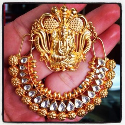 Stunning gold and kundan Ganpati chand balis at Talwar Jewellers New Delhi. Price on request.