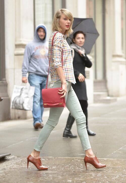 "Taylor Swift is cute in this pic but look at the people in the background they are like ""Omg Taylor Swift"" :)"