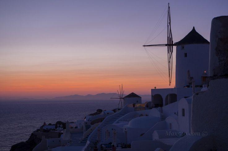 #santorini #oia #tramonto #grecia  Santorini – Tramonto sui Mulini di Oia | Max510's Blog