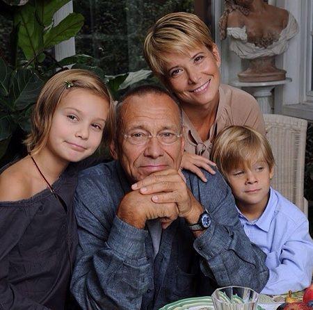 Юлия Высоцкая и Андрей Кончаловский с детьми фото