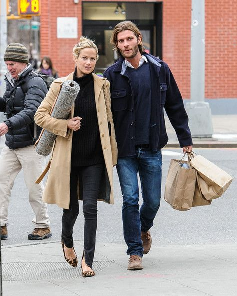 Carolyn Murphy - Carolyn Murphy Walks With Her Boyfriend in NYC
