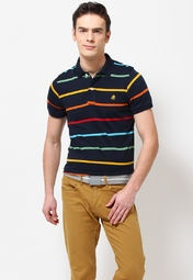 A navy blue coloured polo T-shirt for men from United Colors of Benetton. It is made from 100% cotton and comes in regular fit. This striped T-shirt has short sleeves.