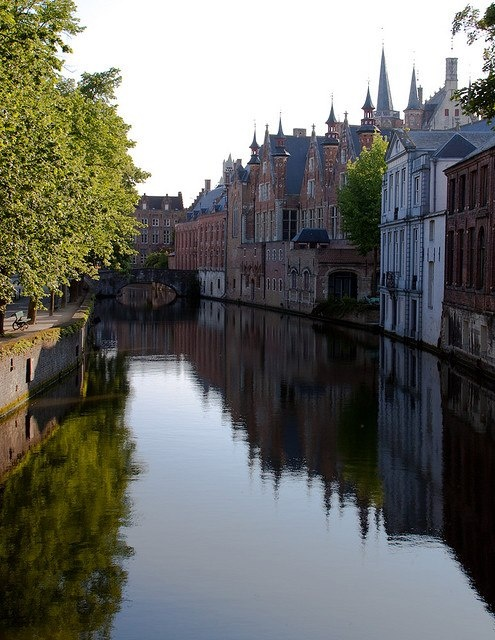 Brujas, Belgica.  It is a very pretty little town.