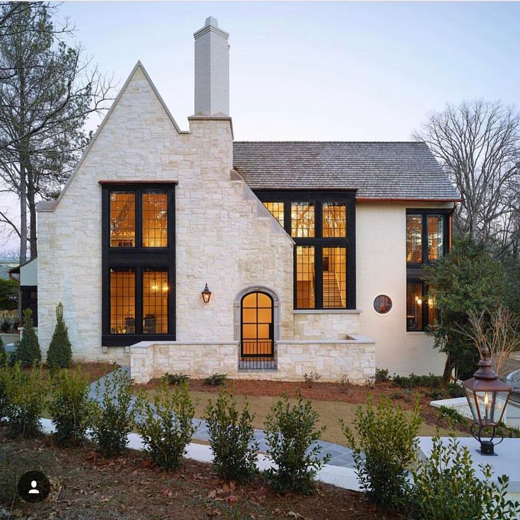 Best 25 modern cottage decor ideas on pinterest modern for Modern tudor house
