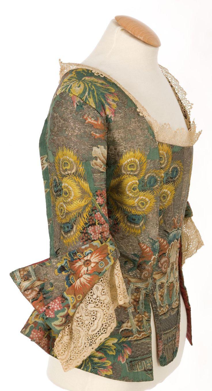 Casaca femenina. 1730. ( costado)