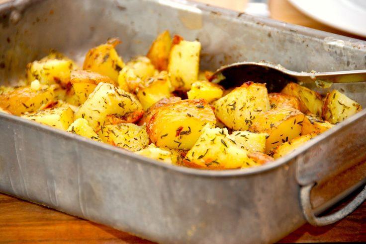 Ovnkartofler: Kartofler bagt med timian og olivenolie - opskrift fra Guffeliguf.dk