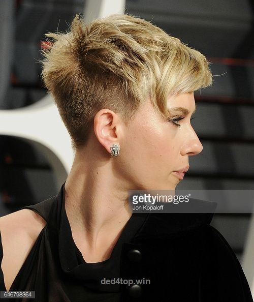 Actress Scarlett Johansson arrives at the 2017 Vanity Fair Oscar Party Hosted By…