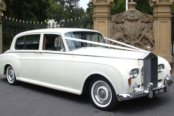 Classic white #weddingcar!