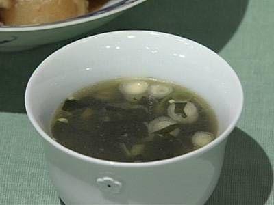 大根の葉とわかめのスープレシピ 講師は堀江 ひろ子さん|韓国料理でおなじみのわかめスープです。栄養いっぱいの大根の葉を入れていただきましょう。