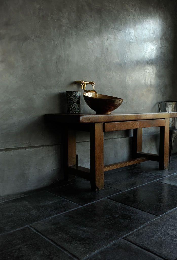 Floor UNIK from www.stiltje.se also Tadelakt and sink in Bronze from Stiltje.