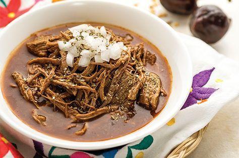 Porque la comida en México es deliciosa, es por eso que debes preparar esta birria de chivo estilo jalisco receta mexicana con pulque fácil.
