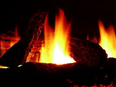 How to Make a Fake Fire for a Faux Fireplace