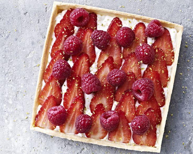 Lag en nydelig og lekker kake som gjør sommeren til en fest! Her får du oppskriften.