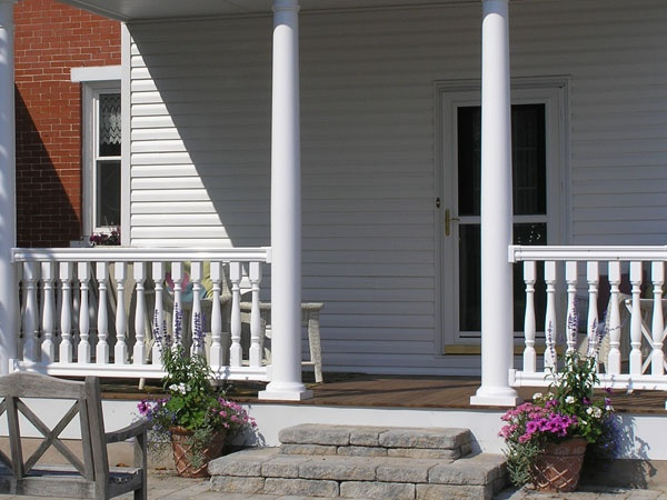 Fairway legends vinyl balustrade system fairway railing for Round porch columns