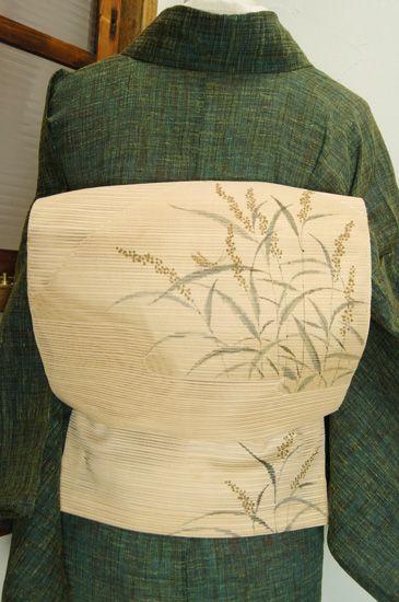 象牙色地に、穂揺れる秋草と松虫のような虫の姿が涼やかな風情をさそう絽の夏名古屋帯です。 #kimono