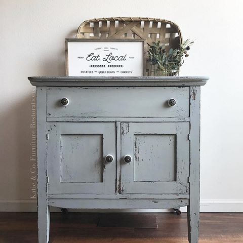 I am loving this washstand painted in Silo from Katie @katiecloud! I've been so busy this week working on some projects around the house! 😊 Remember the Concord remodel? We got an over price offer from the second open house and are thrilled!! I definitely want to do another flip! It's so much fun and has always been a dream of mine! 💗🍃 #oldbarnmilkpaint #milkpaint #organicpaint #plantbased #pure #natural #lovely #paintedfurniture