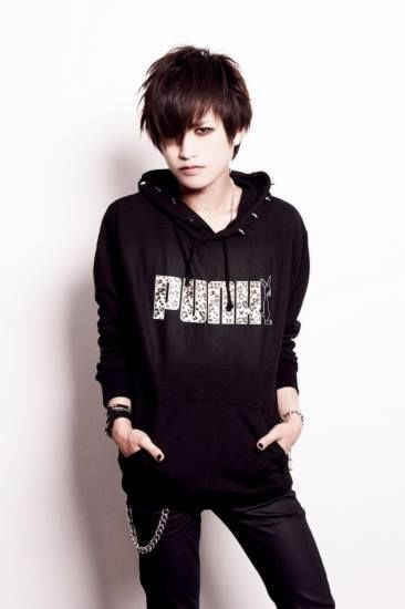 "Shoya- Diaura - Bass - Modeling for the company ""The Vicious"""