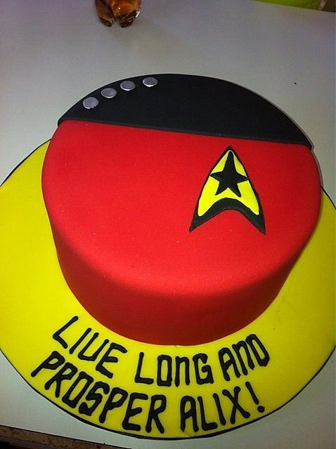 Star Trek Birthday Cake. I wonder if I could do this myself?