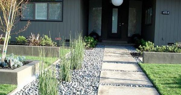 Garden Pavement, Modern Backyard, Yard Idea, Midcentury Modern Front Yard, Side Yard, Modern Landscaping Front Yard, Front Yards, Minimalist Front Yard
