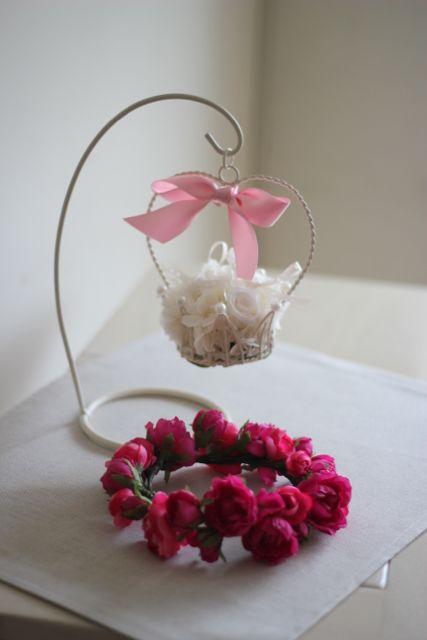 手作りのリングピローとフラワーガールの花冠