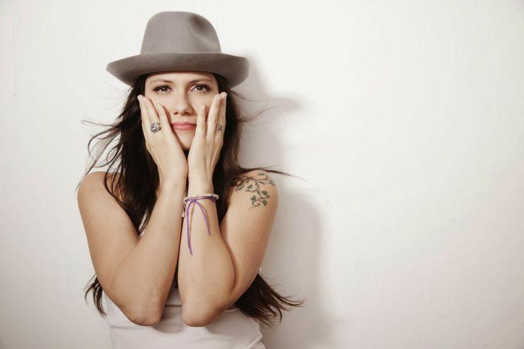 Elisa, cantante amante di danza, scrittura, pittura e musica, mecenate di Piazza delle Arti