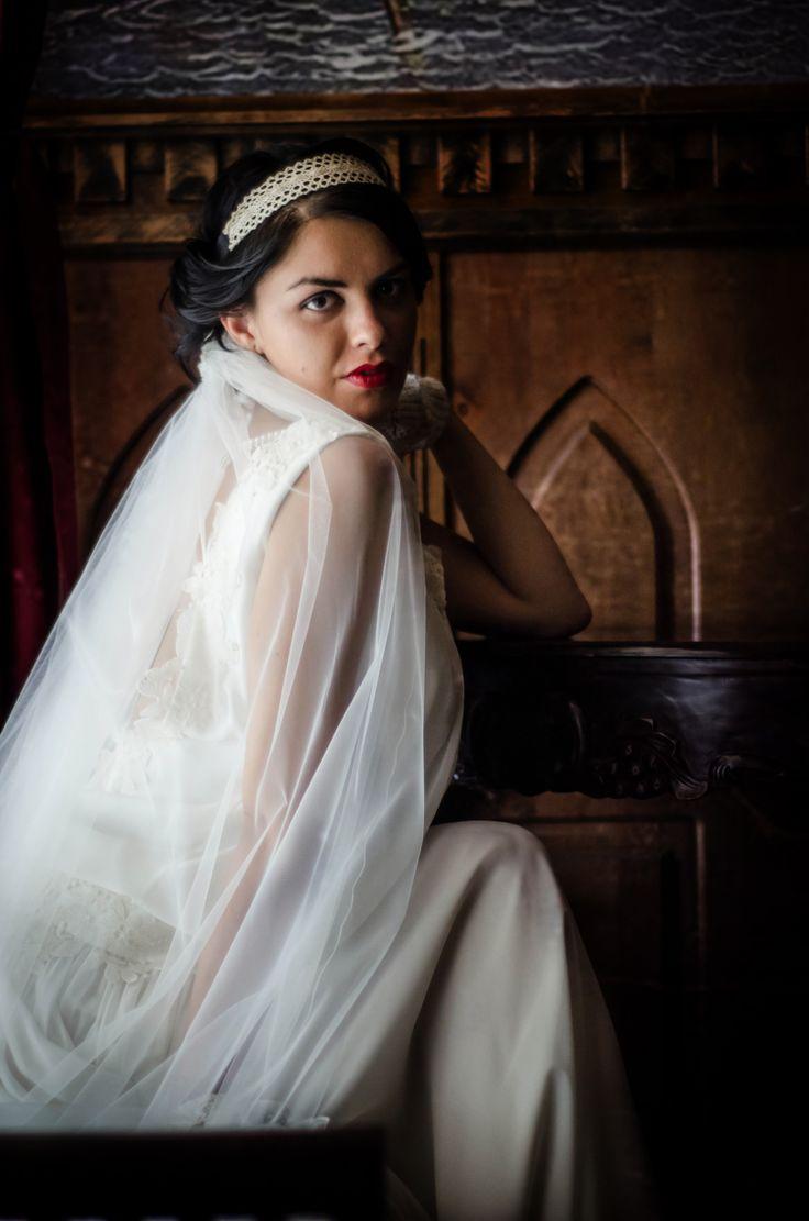 Expresie, lumina, .... si, nu in ultimul rand ... feminitate  Portret de mireasa de la http://gabrielstroe.ro/  #wedding #portrait #bride #glamour