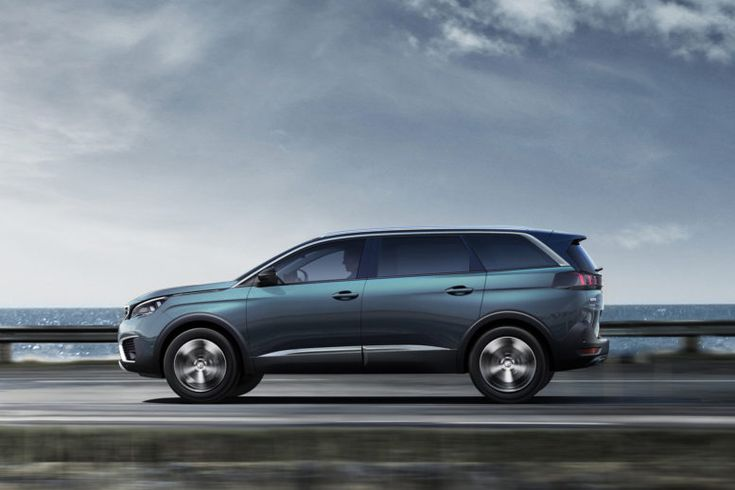 2017 Peugeot 5008 front wheel drive: We would love to see an all-wheel drive option, but unfortunately there isn't one available.