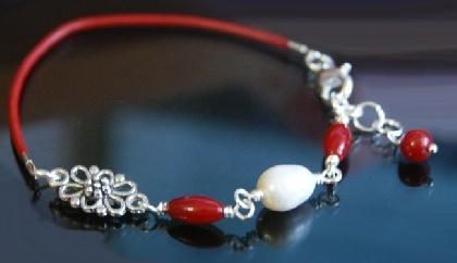 Bratara din piele, coral rosu si perla de cultura - Cod M21, by BanaDesigns, 10 Lei