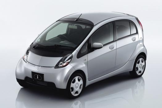 三菱 i(アイ)の新車情報です。三菱 i(アイ)の概要や装備・スペックを詳しく解説。最新情報や新車カタログ、中古車在庫、相場情報も充実しています。