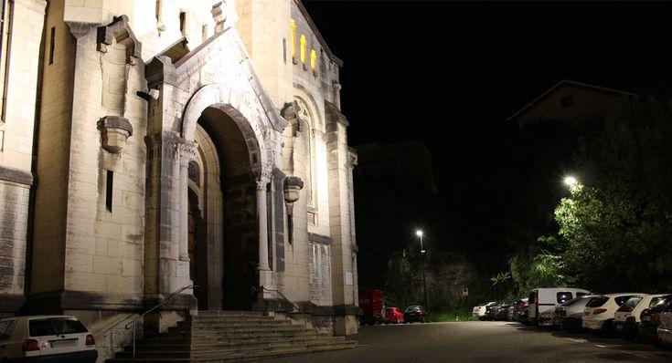 À Aix-les-Bains, une installation d'éclairage public innovante associant LED et détection de présence sur voie urbaine, a été mise en service. Démarrée en septembre 2014, cette expérimentation est coordonnée par le CSTB avec ses partenaires du Cluster Lumière, dans le cadre du programme Démonstrateurs d'éclairage public durable en Rhône-Alpes (DEDRA). Objectif : améliorer les performances énergétiques de l'éclairage public tout en proposant à ses usagers un environnement lumineux…