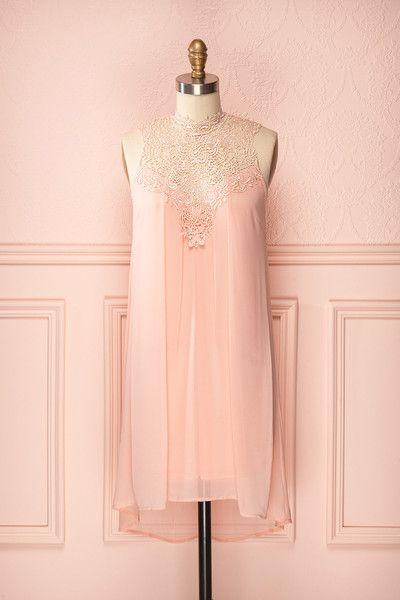 Michelle Rosée ♥ Fontaine cristalline de voile et de dentelle, cette robe est une perle sans défaut.   A crystal fountain of veil and lace, this dress is a flawless pearl.
