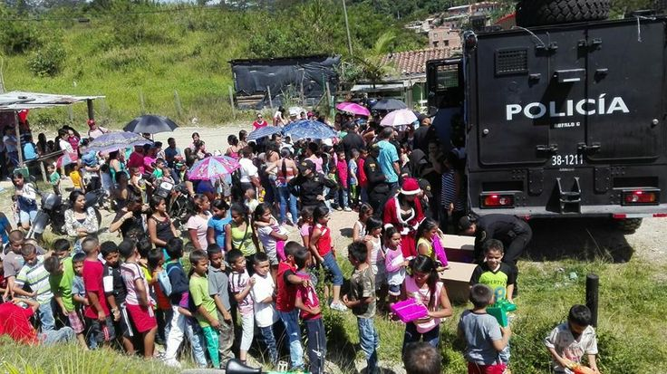 En Antioquia, Continúan las manifestaciones... De cariño, apreció, tolerancia y amor. ESMAD- ESCUADRÓN MÓVIL ANTI DISTURBIOS DE LA PNC. - Página 5 - América Militar Créditos: Policía Nacional.