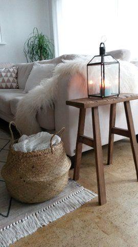 Draußen Regen - drinnen kuschelig #wohnzimmer #livingroom #lammfell #lambskin #naturalbasket Foto: CehPeh