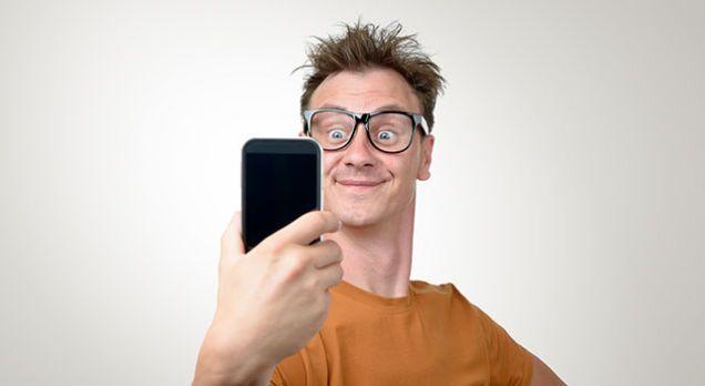 Barbatii care fac multe selfie-uri indica semne de psihopatie