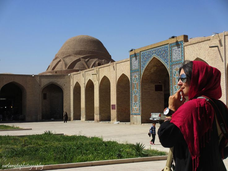 Um dos bazares mais genuínos da Rota da Seda continua a ser o de Kerman, no sudeste o Irão. É do conhecimento geral que a Rota da Seda não era um rota única mas um conjunto de caminhos que permitiam as trocas comerciais entre o ocidente e o oriente. Ora, era precisamente em Kerman, que …