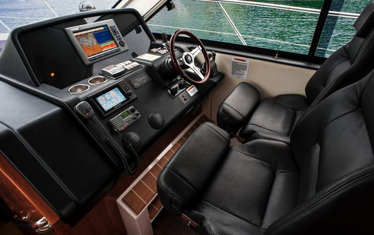 Riviera 4400 Sport Yacht Series II with IPS | Helm
