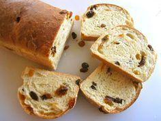 Vandaag gaat Jeroen Meus in Dagelijkse Kost zelf een rozijnenbrood bakken: geen handgekneed wit of bruin brood, maar een makkelijk deeg voor rozijnen of krentenbrood.Rozijnenbrood Recept2 eieren50 gram griessuiker200 ml melk3