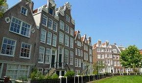 Amsterdamská oáza klidu Begijnhof