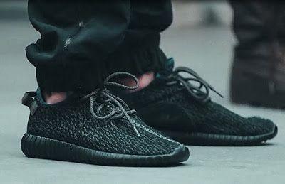 """Adidas Yeezy 350 Boost """"Black"""" terbaru akan segera rilis pada 22 Agustus ini"""