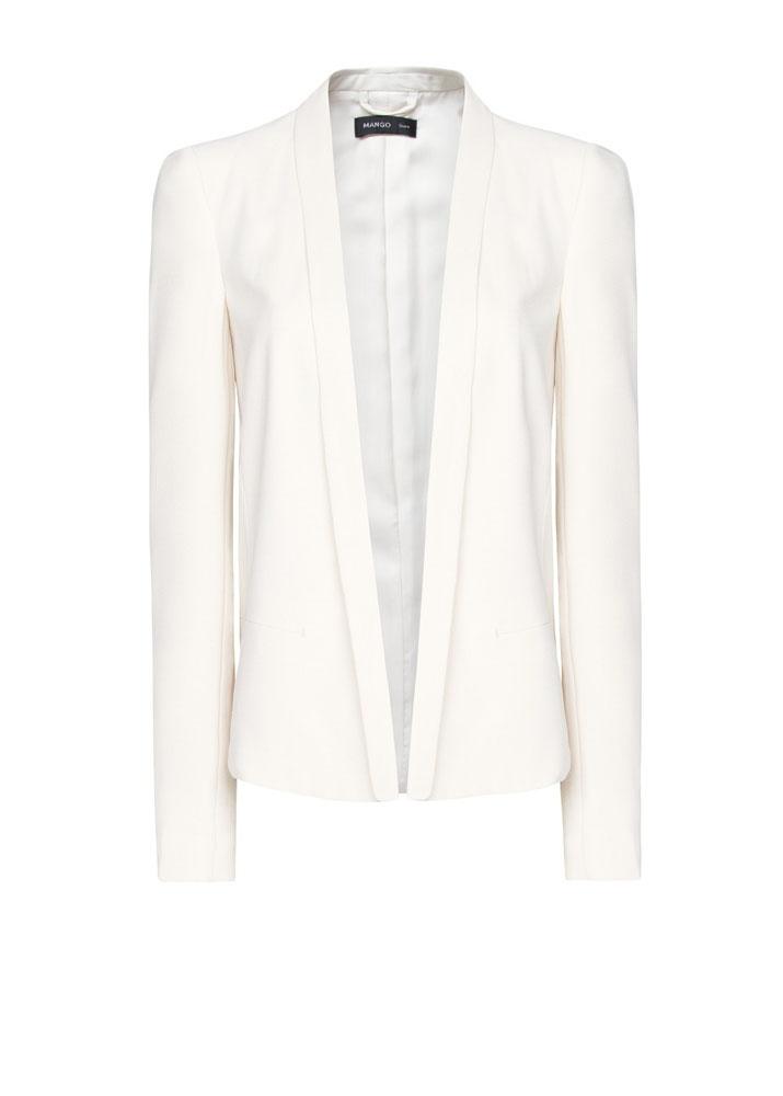 Sofisticación al instante: el blazer esmoquin, de Mango.   http://www.glamour.mx/moda/shopping/articulos/elegancia-urbana-el-saco-esmoquin-1/1339