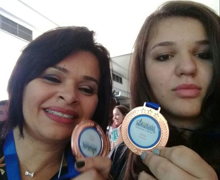 """Estudante de Botucatu é finalista de concurso nacional de redação - A estudante botucatuense Ariadne Camille Bozoni Lessa se classificou em duas olímpiadas nacionais, de matemática e língua portuguesa, promovidas pelo MEC, Ministério da Educação. Na segunda, ele é finalista na categoria """"crônicas"""".  Na fase regional, a jovem conseguiu uma medalha de bronze, o que - http://acontecebotucatu.com.br/educacao/estudante-de-botucatu-e-finalista-de-concurso-nacional-"""