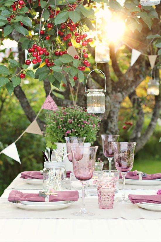 Per le tue cene in casa o in giardino, che ne dici di questa bellissima mise en place sui toni del rosa?