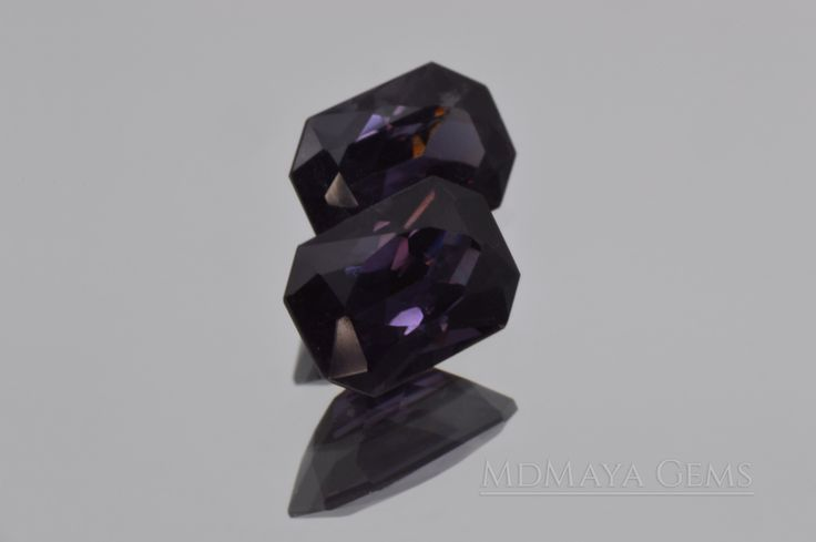 Pair Bluish Violet Spinel Gemstones for sale. Octagon Cut. 2.66 ct. total Maximum brilliance. Perfect for jewelry. Inclusions visible only under the lens. WEIGHT 1: 1.28 ct WEIGHT 2: 1.38 ct SIZE 1: 7