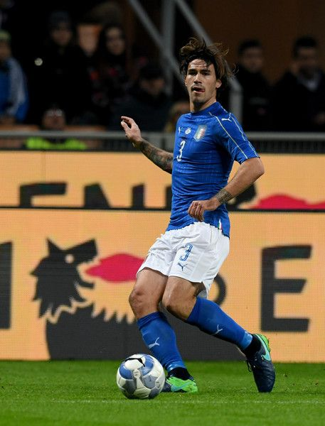 Alessio Romagnoli of Italy in action during the International Friendly Match between Italy and Germany at Giuseppe Meazza Stadium on November 15, 2016 in Milan, Italy.