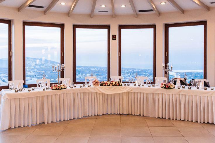 Weddings Santorini. Santorini Wedding Planner. We organize wedding receptions and wedding ceremonies. Weddings Santorini offers a great choice of wedding venue locations and wedding packages.