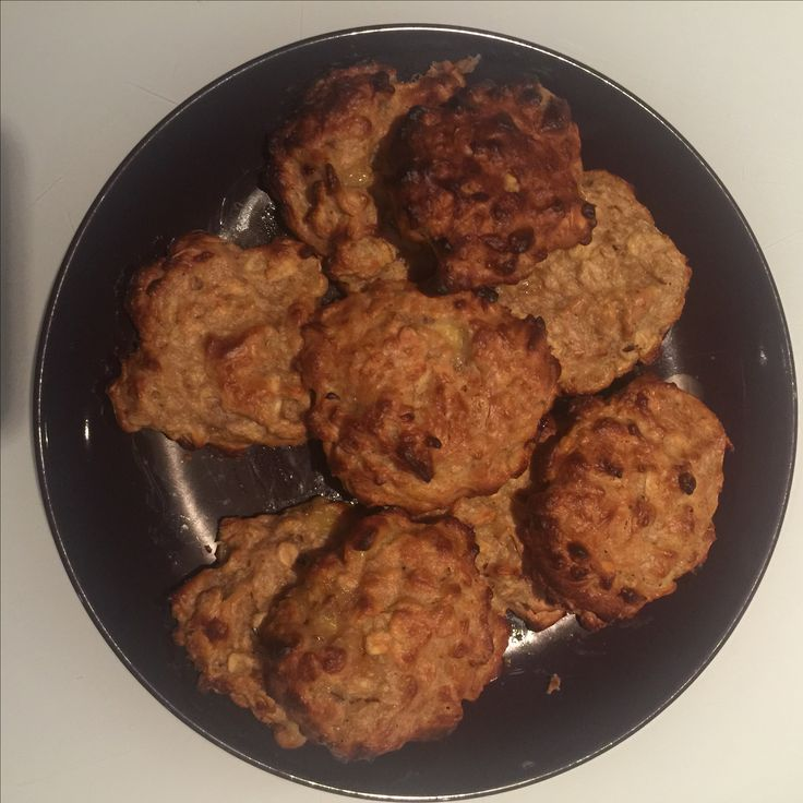 Banana and Peanut Butter Oat Cookies recipe. An easy breakfast or snack to offer for baby led weaning. Healthy and nutritious.